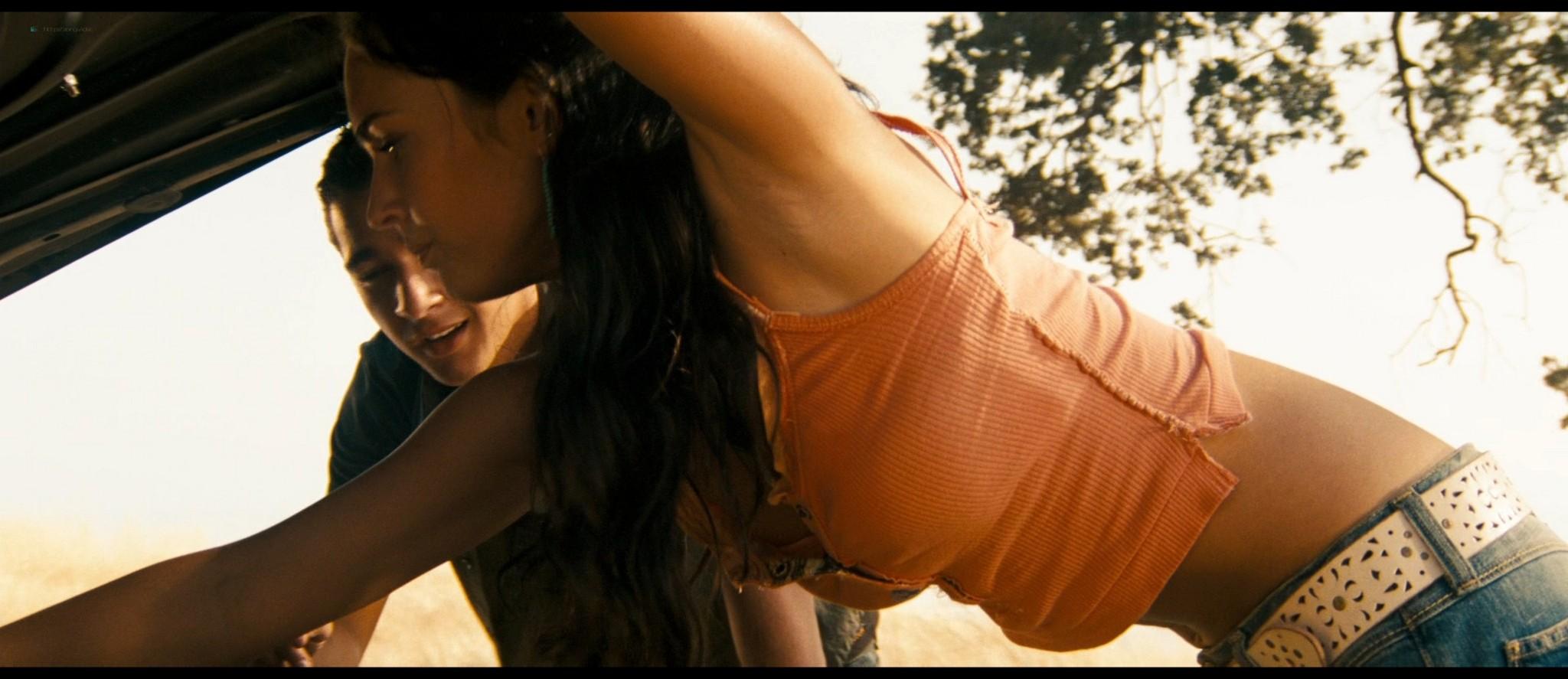 Megan Fox hot and sexy - Transformers (2007) HD 1080p BluRay Remux (12)