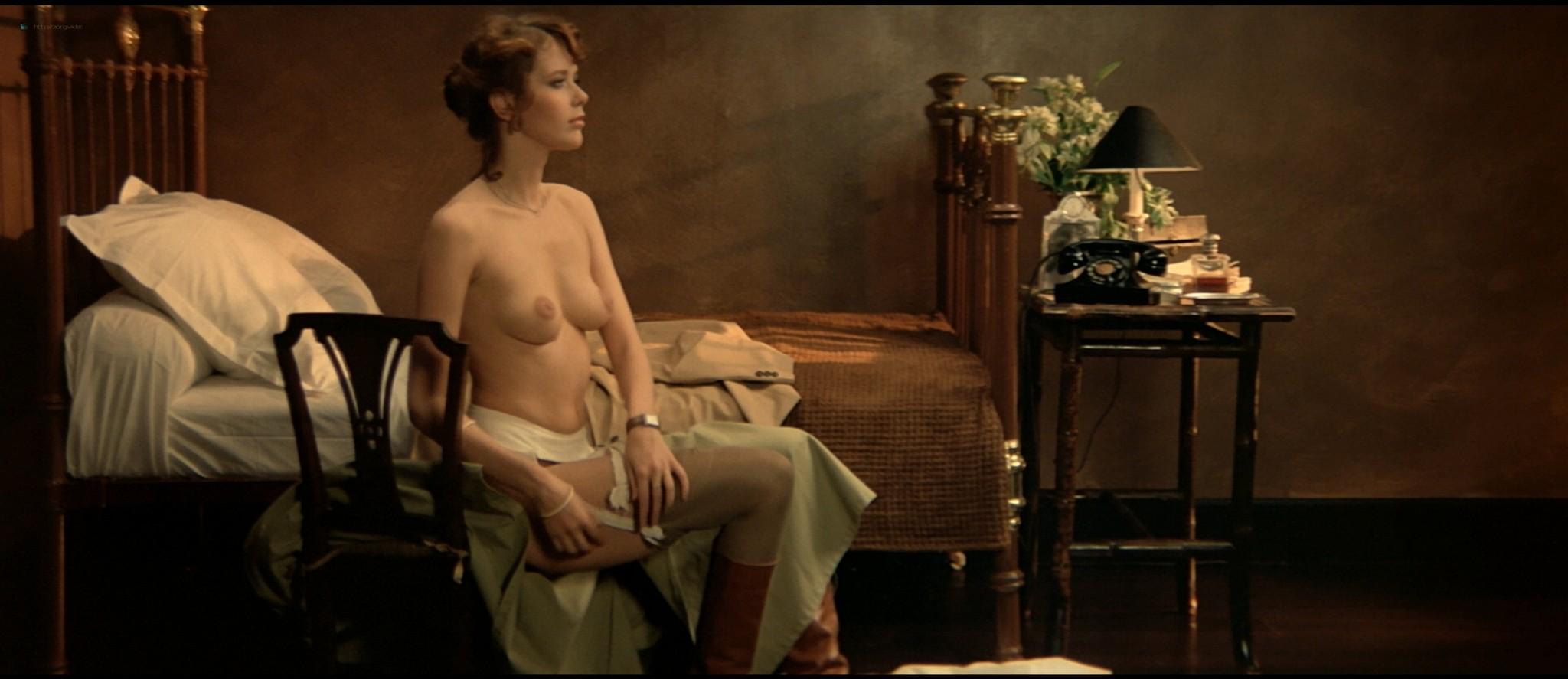 Sylvia Kristel nude sex threesome Catherine Rivet, Laura Gemser nude - Emmanuelle 2 (1975) HD 1080p REMUX (36)