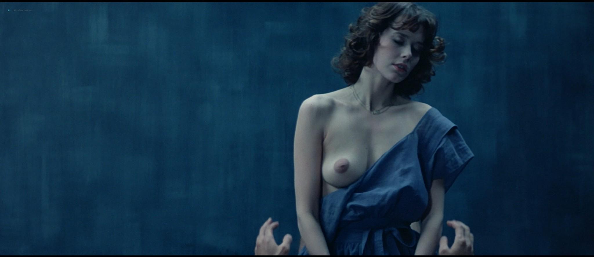 Sylvia Kristel nude sex threesome Catherine Rivet, Laura Gemser nude - Emmanuelle 2 (1975) HD 1080p REMUX (30)