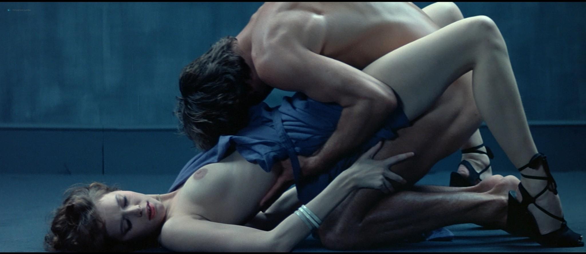 Sylvia Kristel nude sex threesome Catherine Rivet, Laura Gemser nude - Emmanuelle 2 (1975) HD 1080p REMUX (29)