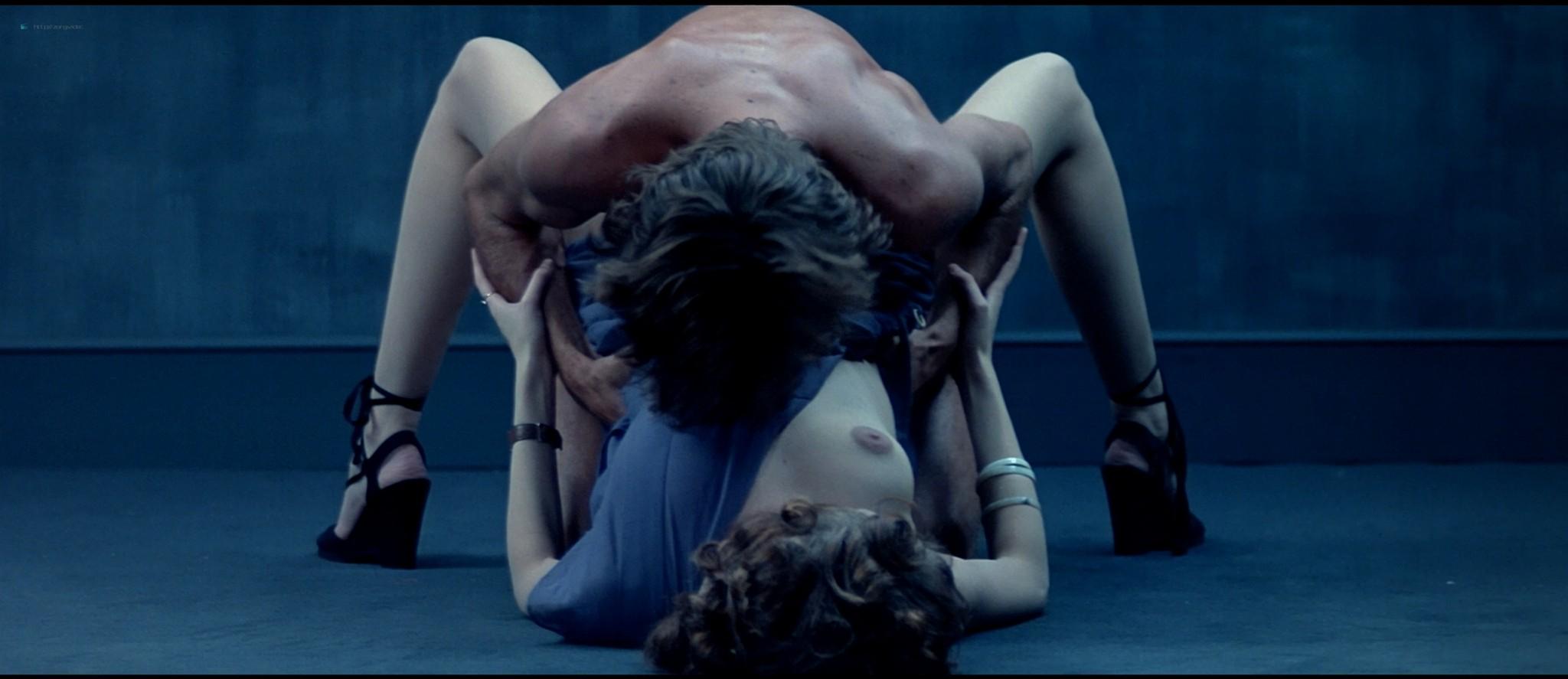 Sylvia Kristel nude sex threesome Catherine Rivet, Laura Gemser nude - Emmanuelle 2 (1975) HD 1080p REMUX (27)