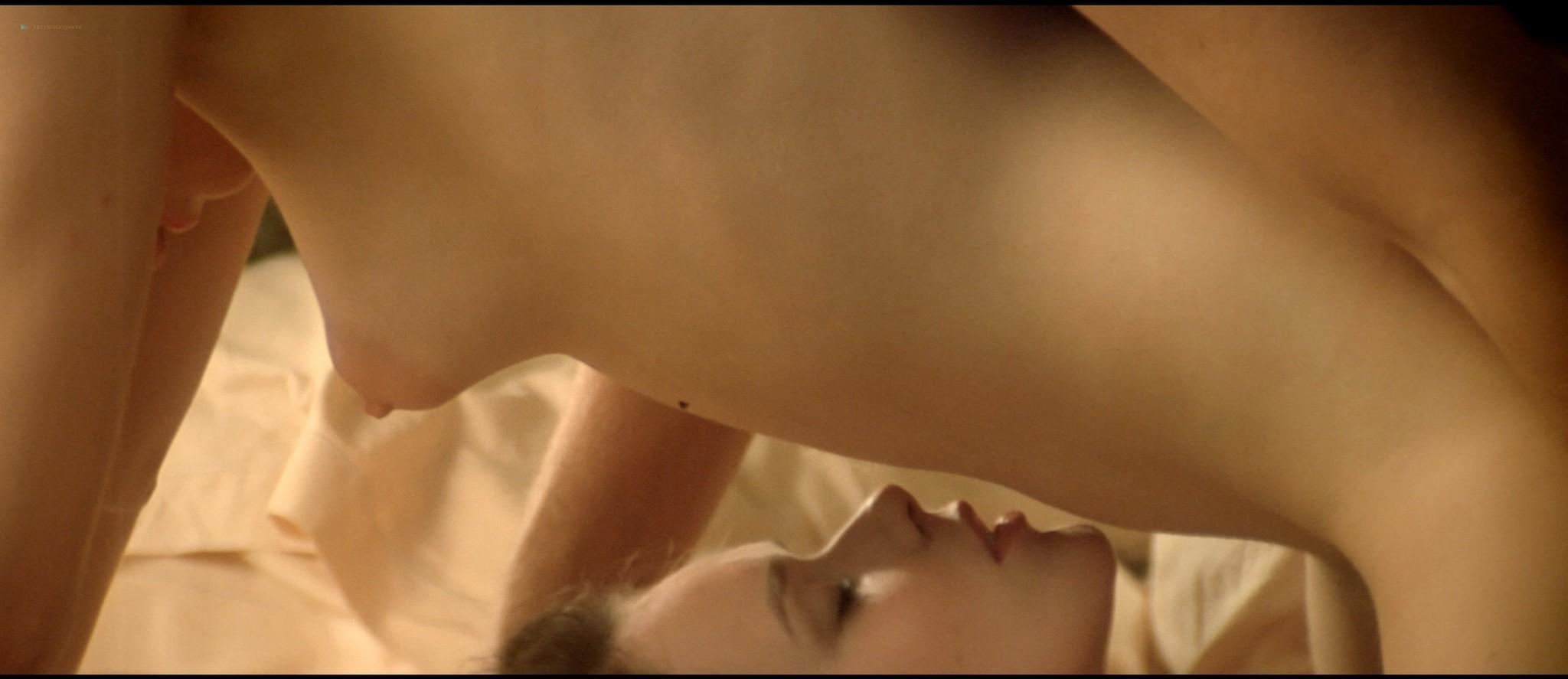 Sylvia Kristel nude sex threesome Catherine Rivet, Laura Gemser nude - Emmanuelle 2 (1975) HD 1080p REMUX (5)