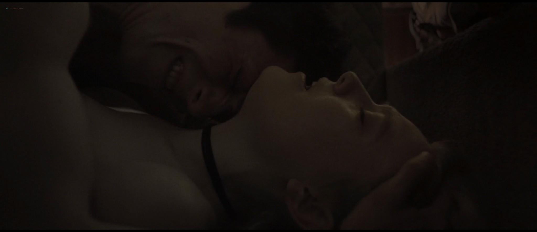 Dakota Fanning hot sex Evan Rachel Wood sexy - Viena and the Fantomes (2020) HD 1080p Web (8)