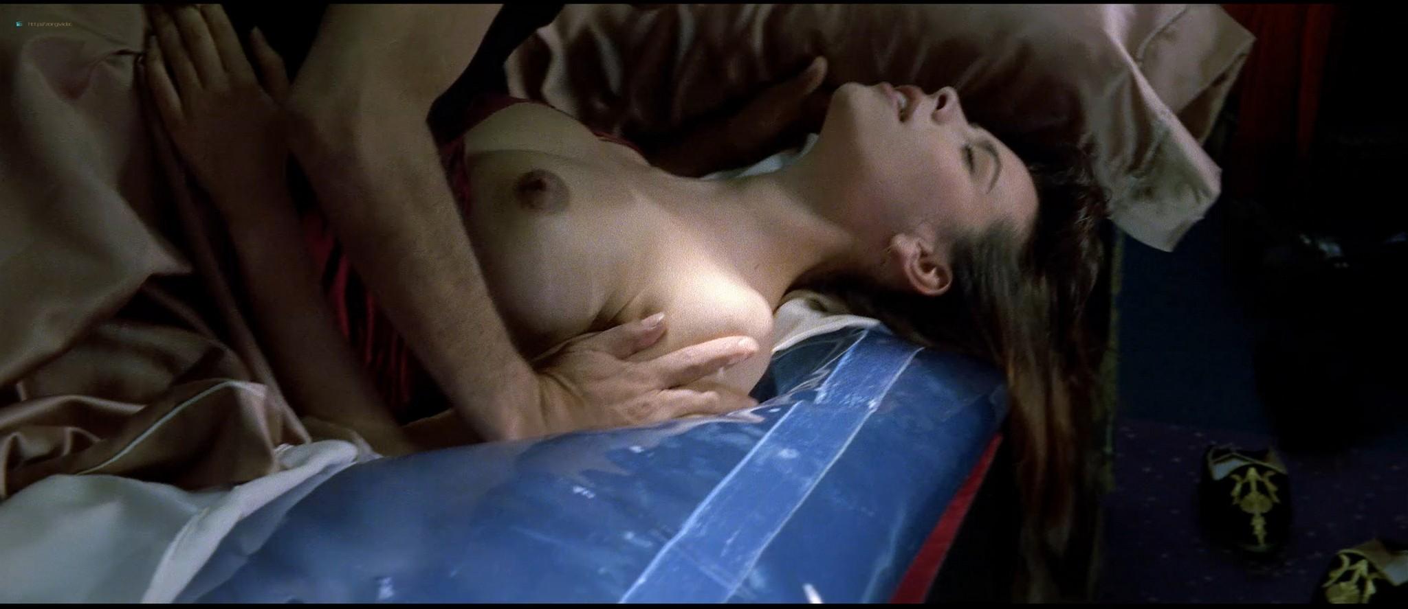 Mathilda May nude topless and sex - La teta y la luna (ES-1994) HD 1080p BluRay REMUX (16)