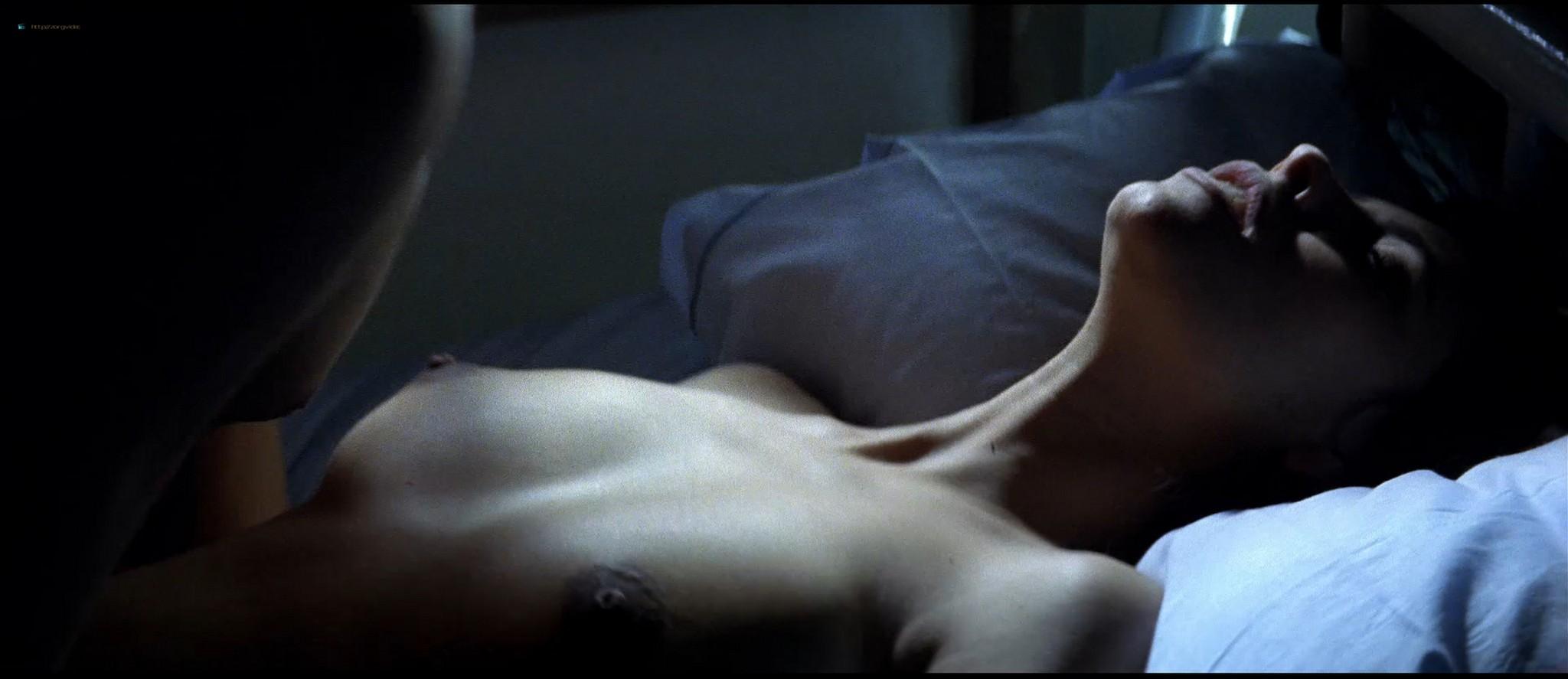 Mathilda May nude topless and sex - La teta y la luna (ES-1994) HD 1080p BluRay REMUX (5)