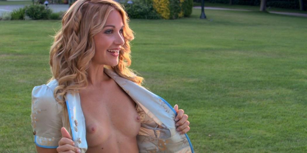 Kaley Cuoco hot Izabella Scorupco sexy others nude - Cougar Club (2007) HD 1080p BluRay (16)
