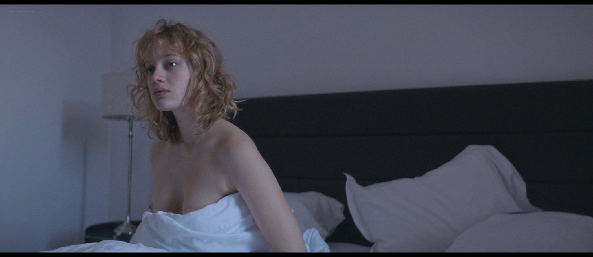 Nadia Tereszkiewicz nude lesbian sex with Valeria Bruni Tedeschi - Seules les bêtes (FR-2019) HD 1080p BluRay (5)