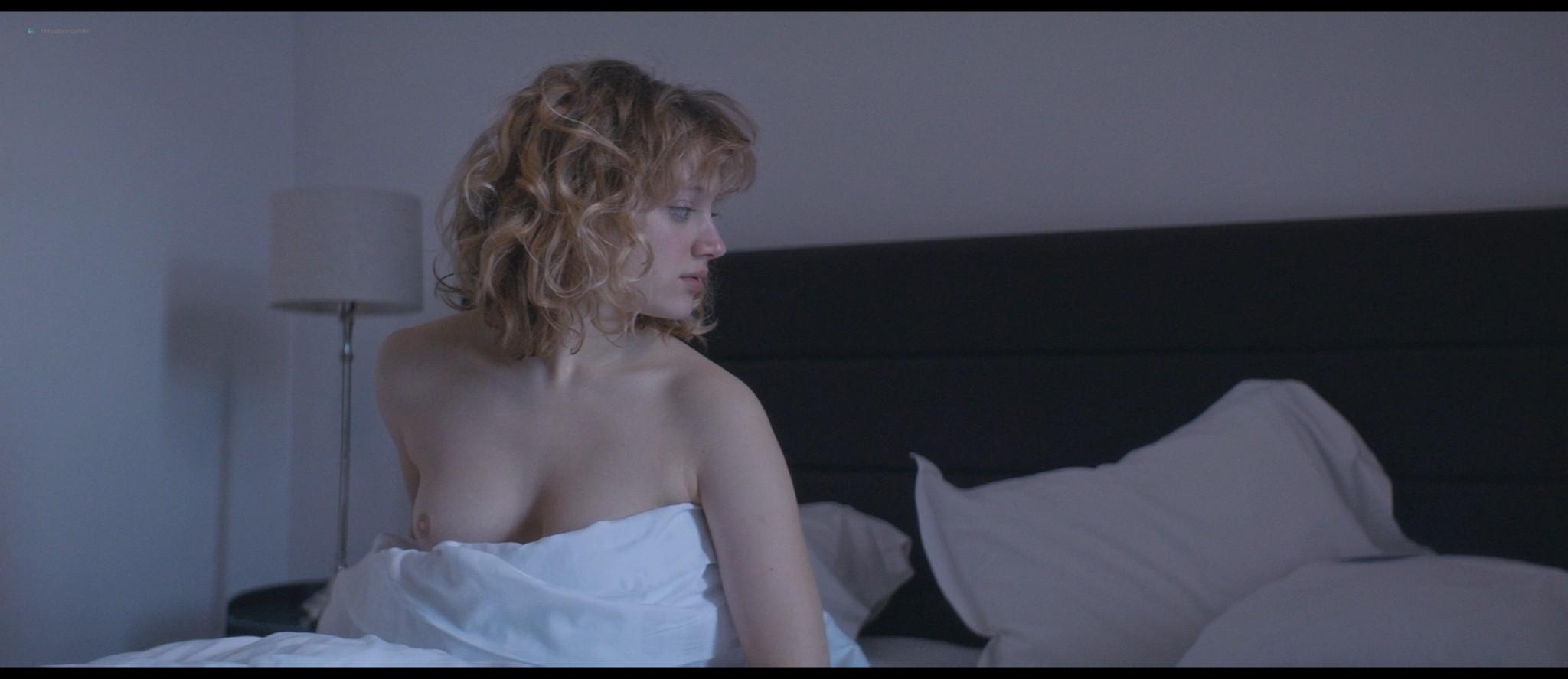 Nadia Tereszkiewicz nude lesbian sex with Valeria Bruni Tedeschi - Seules les bêtes (FR-2019) HD 1080p BluRay (4)