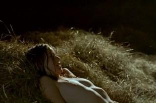 Marta Etura nude topless and sex - La vida que te espera (2004)