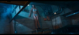 Saffron Burrows hot and sexy Erinn Bartlett, Sabrina Geerinckx sexy bikini - Deep Blue Sea (1999) HD 1080p BluRay