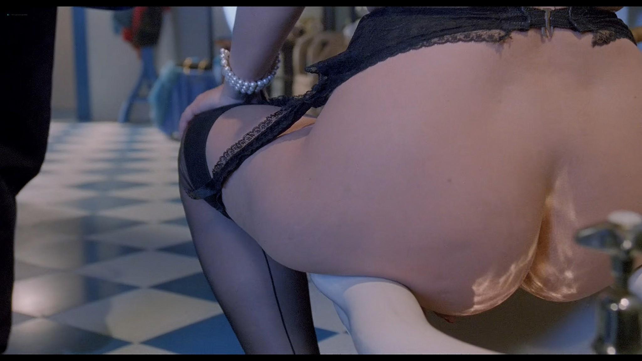Cinzia Roccaforte nude explicit Erika Savastani and other nude sex explicit Fermo posta Tinto Brass 1995 HD 1080p BluRay 017