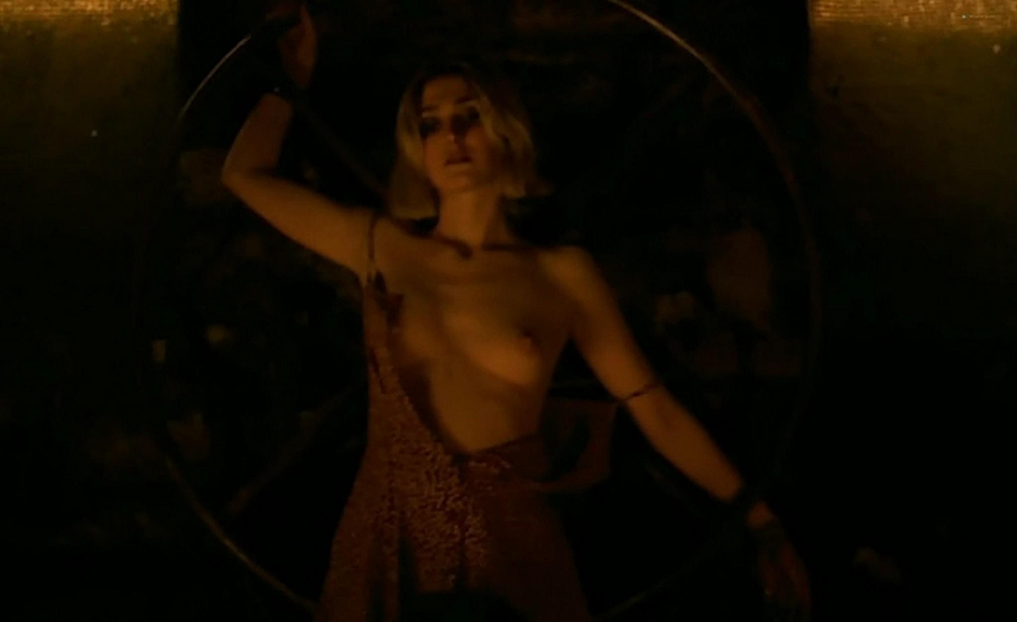Bail nackt Sabine  Figuren aus