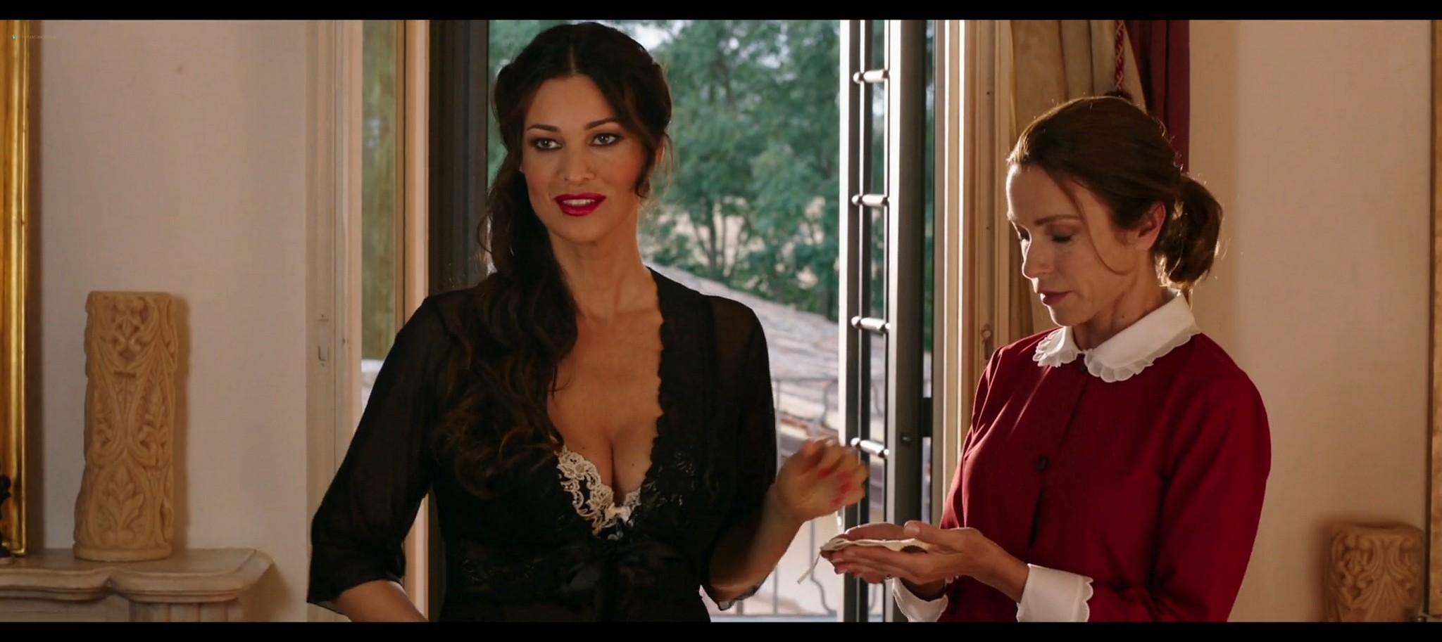 Manuela Arcuri hot bust Ria Antoniou sexy Non si ruba a casa dei ladri IT 2016 HD 1080p Web 008