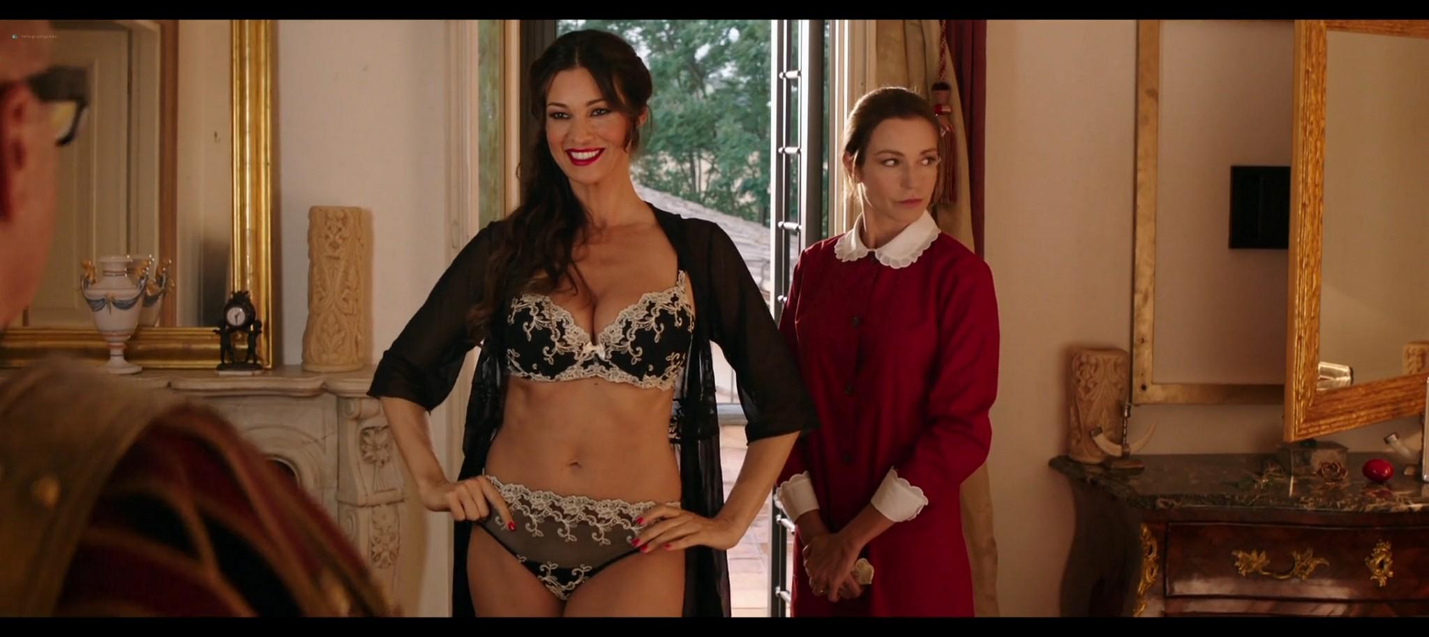 Manuela Arcuri hot bust Ria Antoniou sexy Non si ruba a casa dei ladri IT 2016 HD 1080p Web 009