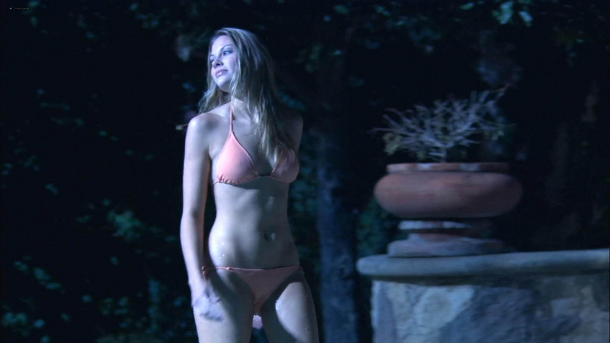 Tara Carroll  nackt