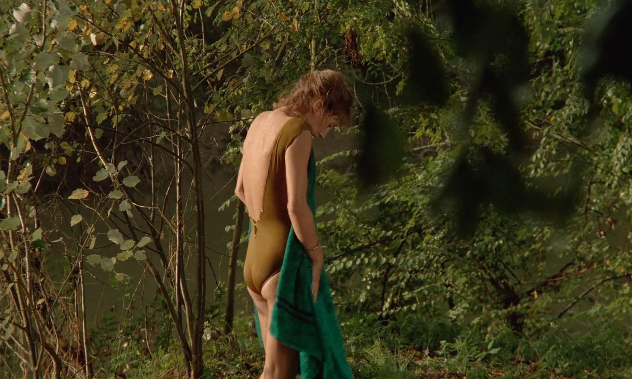 Nathalie Baye nude in the shower En toute innocence FR 1988 1080p BluRay 7