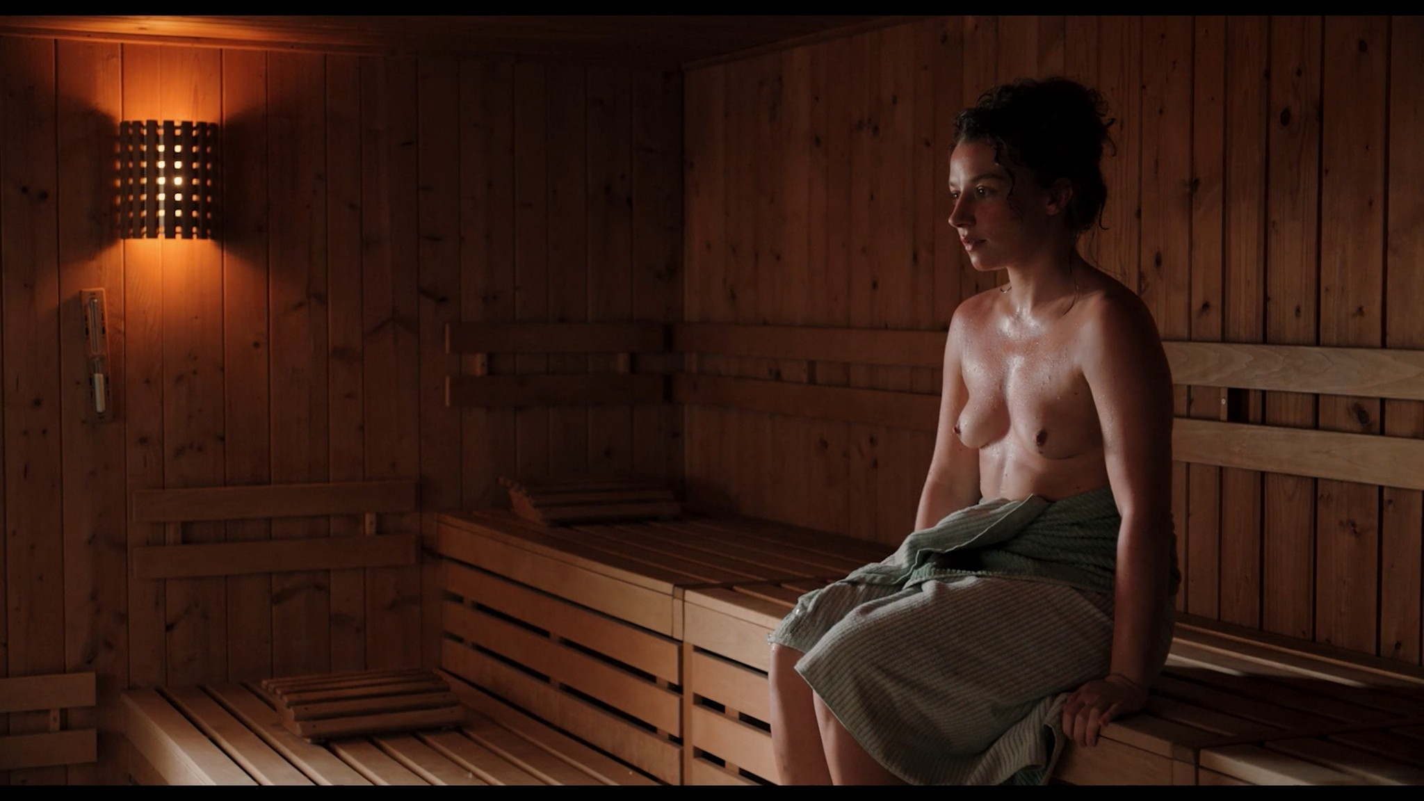 Antonia Bill nude full frontal Amanda da Gloria Helene Blechinger and others nude too Hitzig Ein Saunagang DE 2021 1080p 11