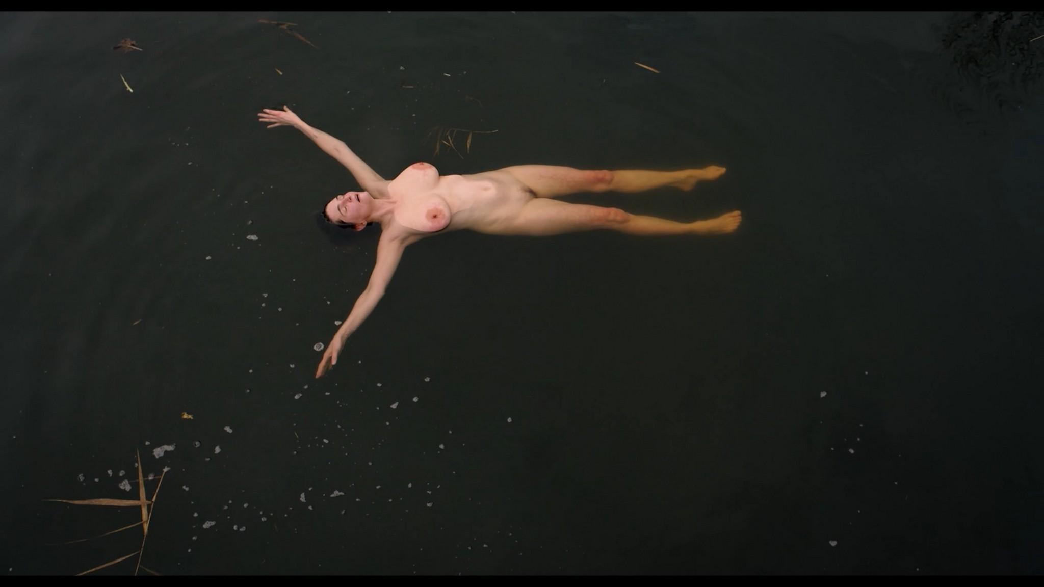 Antonia Bill nude full frontal Amanda da Gloria Helene Blechinger and others nude too Hitzig Ein Saunagang DE 2021 1080p 6