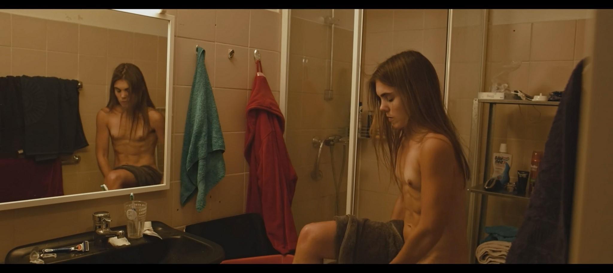 Nelida Martinez nude full frontal Morgenmensch DE 2016 1080p 11