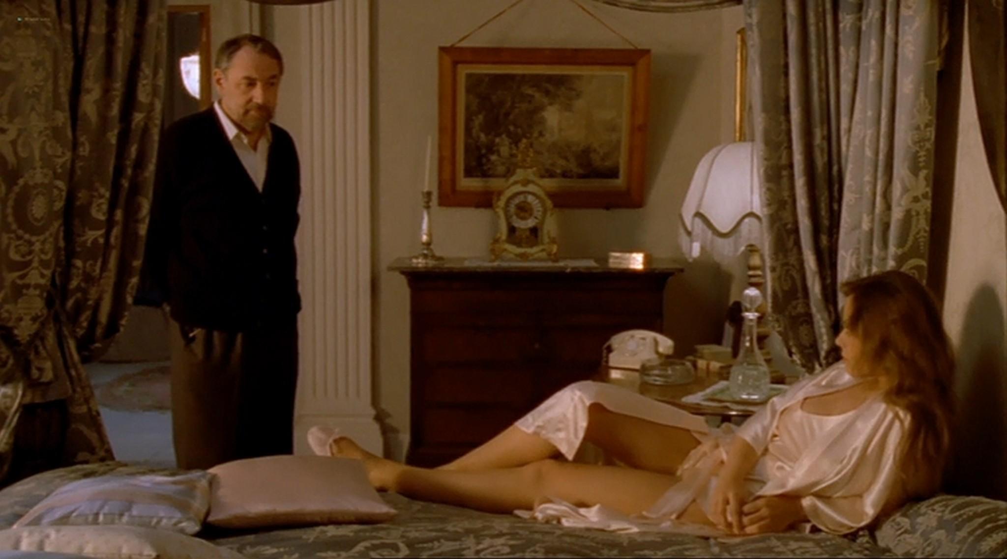 Ornella Muti nude topless and sexy Il Frullo del Passero 1988 10