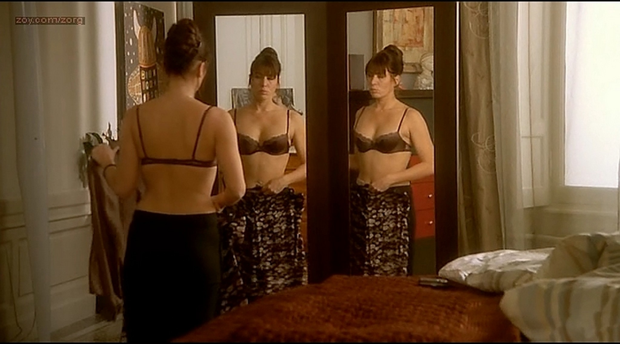 Alice Taglioni nude Mathilde Seigner hot lingerie Detrompez vous FR 2007 10