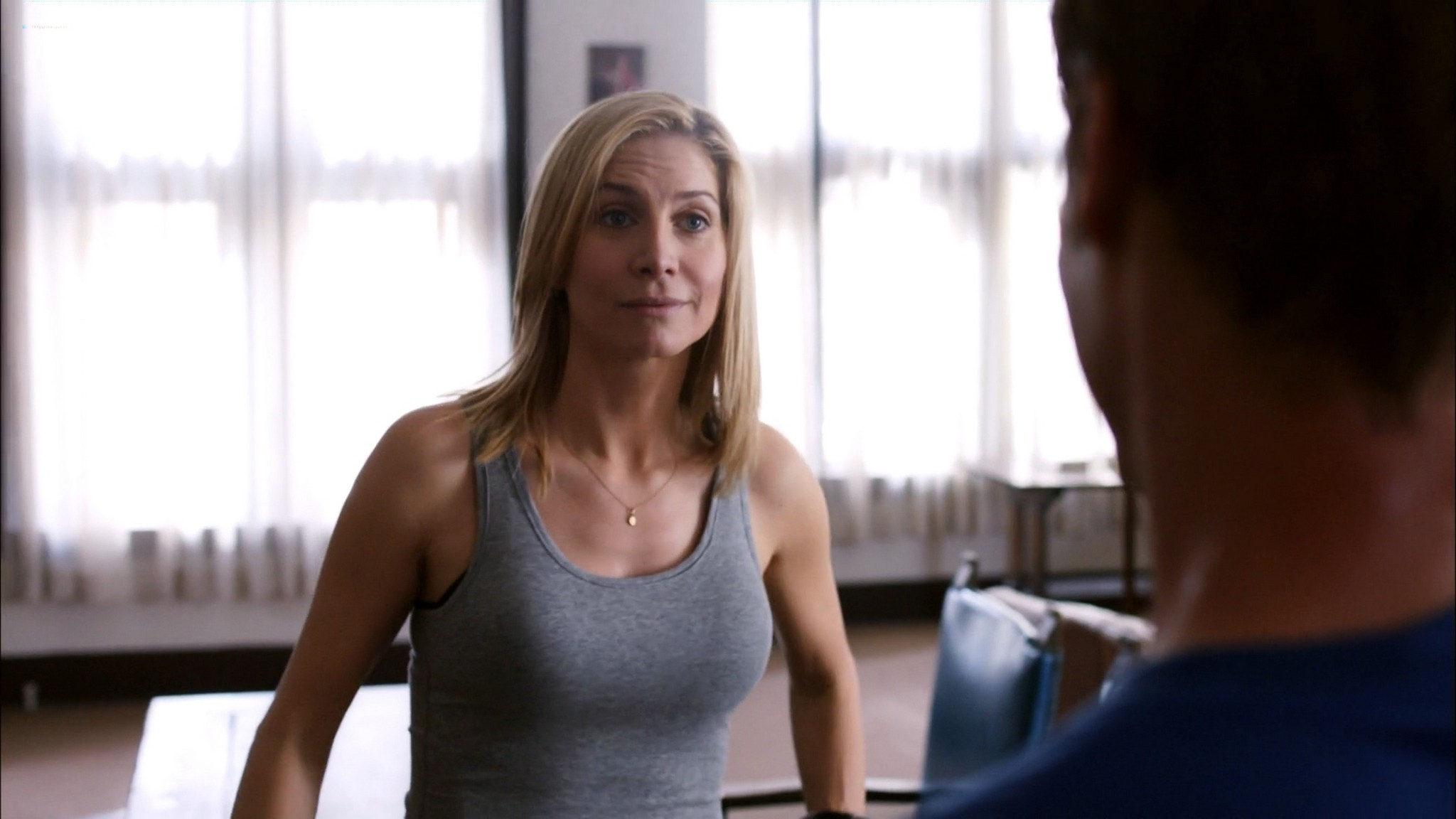 Laura Vandervoort hot and sex Morena Baccarin Elizabeth Mitchell sexy V 2009 s1e7 12 1080p BluRay 15