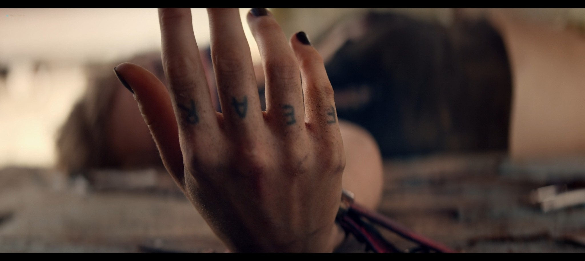 Suki Waterhouse sexy The Bad Batch 2016 1080p BluRay REMUX 8