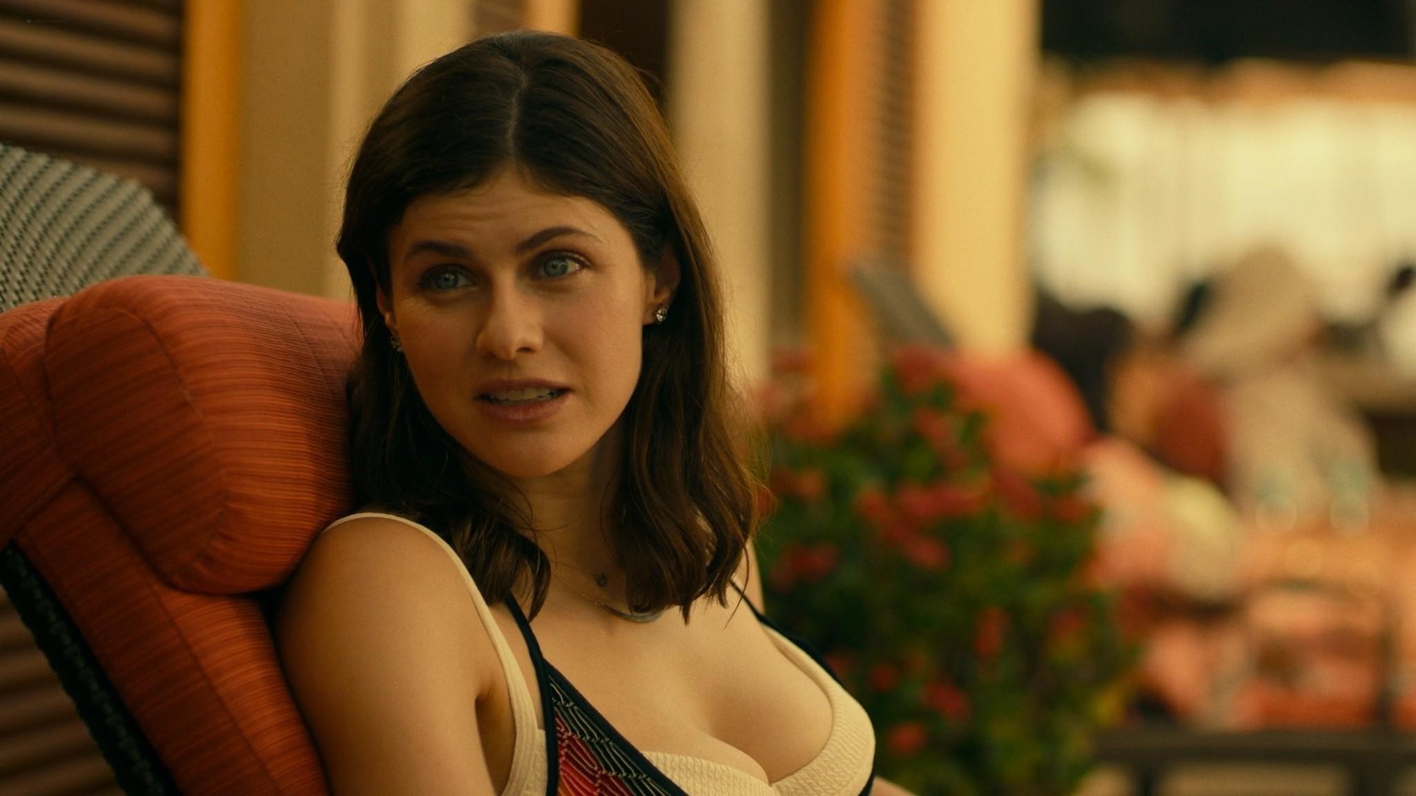 Alexandra Daddario nude side boob Sydney Sweeney Brittany OGrady hot The White Lotus 2011 s1e2 1080p Web 13