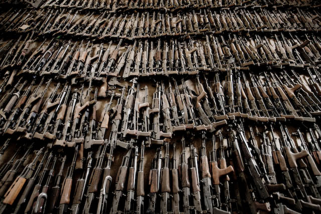 http://www.zoriah.net/photos/uncategorized/2008/06/25/zoriah_iraq_war_baghdad_weapons_c_4.jpg