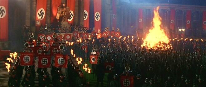 No rumo de sua Última Cruzada, Indiana Jones cruza com Hitler, em uma Berlin dominada pelo nazismo.