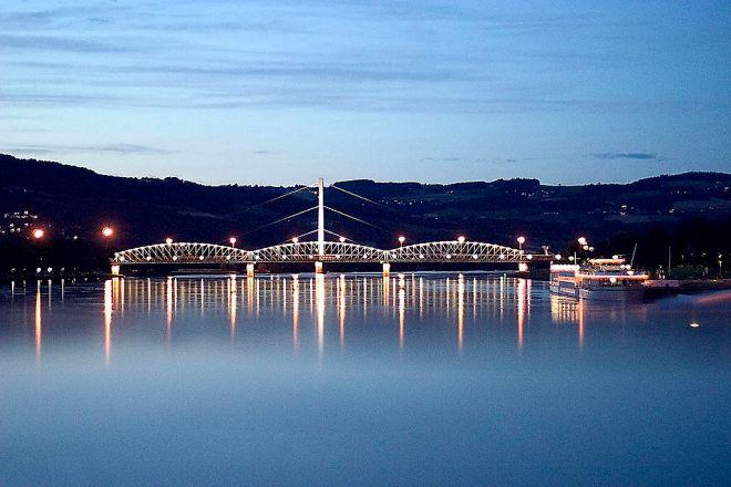 Rio Danubio cortando a cidade de Linz | Foto: Mwinog2777/CC