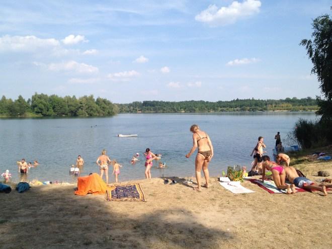 Lago na região de Pardubice: praia dos tchecos