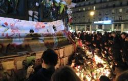 Na Place de la Republique, parisienses prestam homenagem àsvítimas do ataque terroristaocorrido naúltima sexta-feira 13   Foto: Soraia Hoffmann