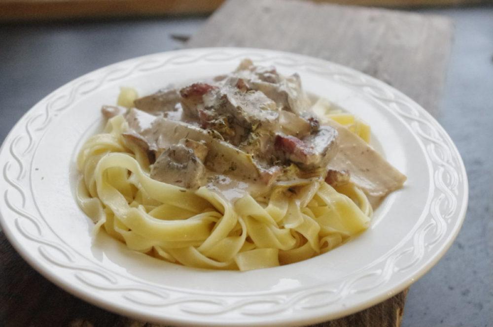 Romige pasta met witlof en champignons