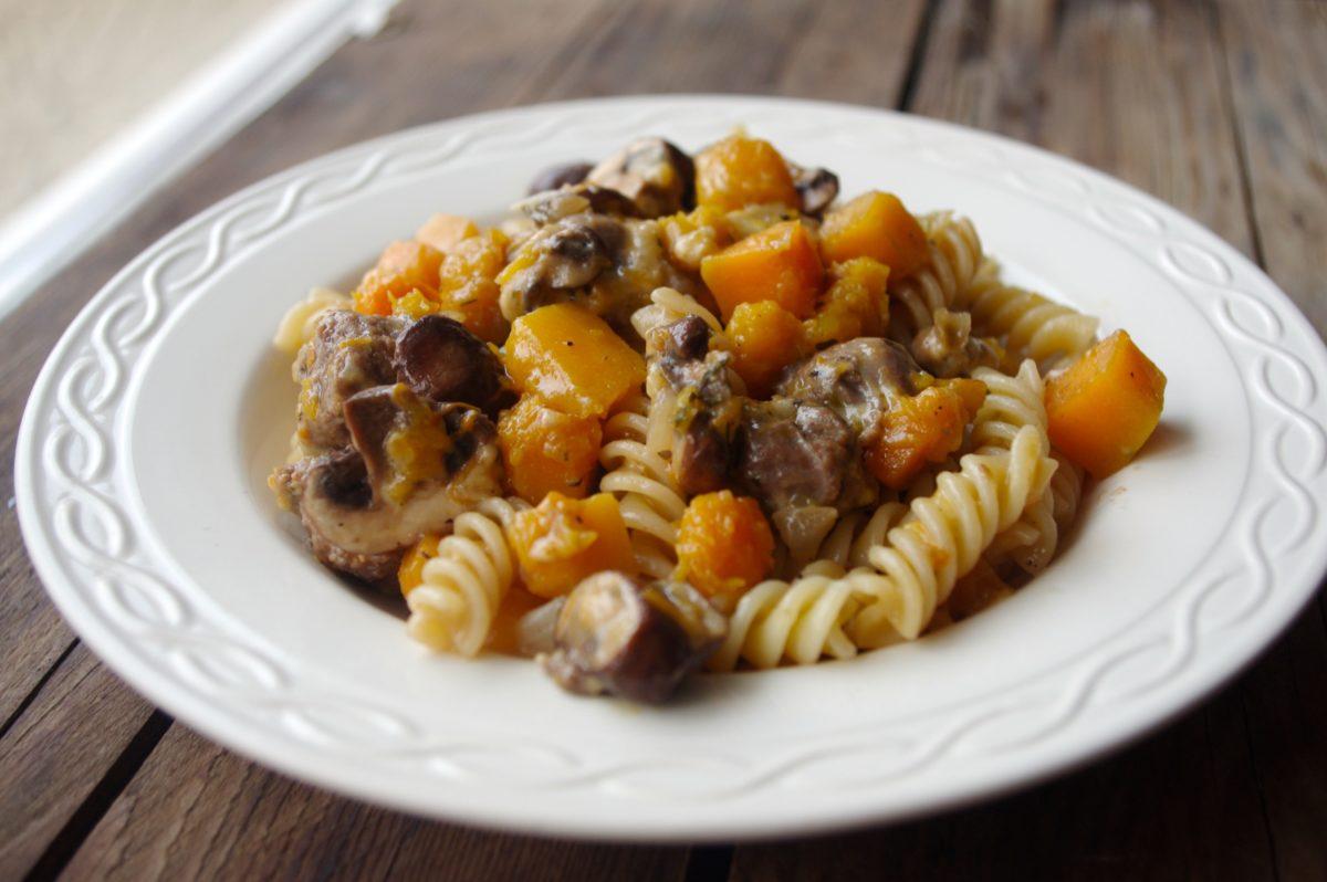 Pasta met pompoen en rundersaucijs