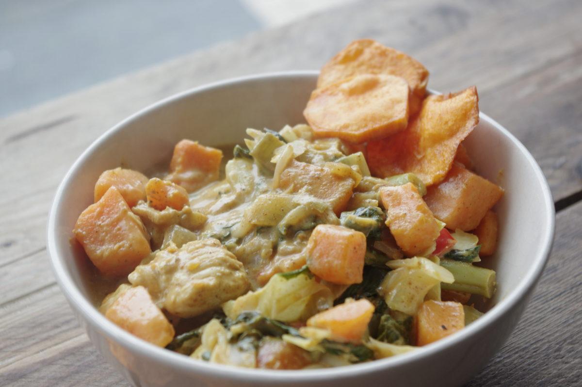 Curry met kip, zoete aardappel en groente