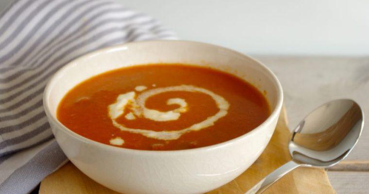 Zelfgemaakte verse tomatensoep