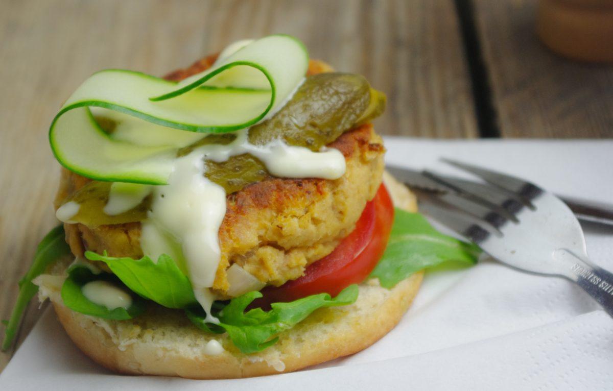 Zalmburger met citroenmayonaise