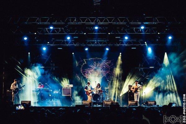 """Of Montreal, festival """"Musiques en stock"""" (Cluses), le 4 juillet 2015."""