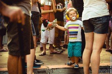 Un jeune fan de Musiques en Stock.