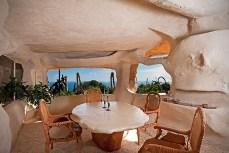 Dick-Clarks-Flintstones-House-in-Malibu-3