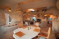 Dick-Clarks-Flintstones-House-in-Malibu-4