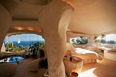 Dick-Clarks-Flintstones-House-in-Malibu-6