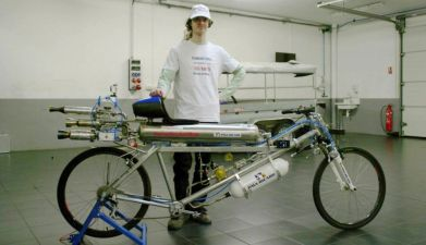 Rocket-powered-bike-Thermo-Engineering-Swiss-Rockeman
