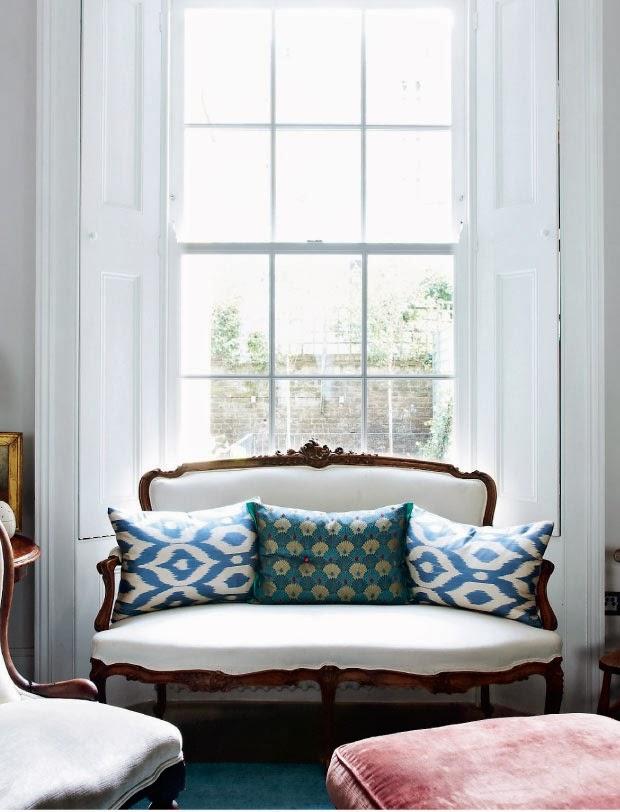 Stara angielska sofa z poduszkami