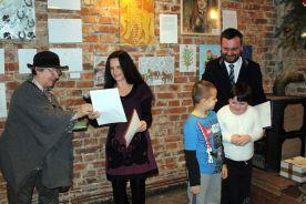 poetki p.Wanda Dziadkowiec i p. Agnieszka Safińska recytują swoje wiersze dzieciom (3)