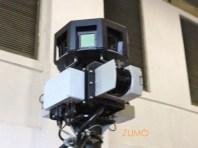 Câmeras em cima, sensores infravermelho logo abaixo