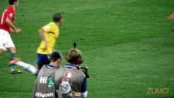 Câmera que segue a lateral do campo