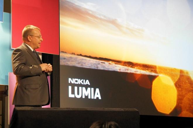 Stephen Elop, CEO da Nokia, durante o lançamento do Lumia 900 na CES 2012