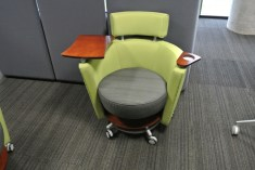 Cadeira para reuniões rápidas de até 3 pessoas